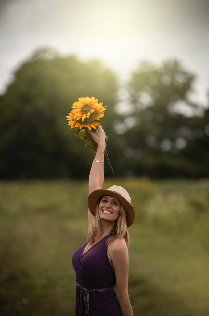arm-up-beautiful-woman-dress-1289779